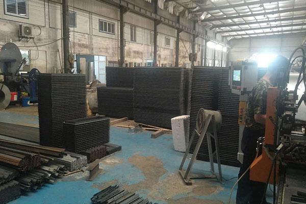 不锈钢风管生产线在编制程序时的注意事项